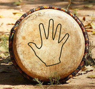 Djembe size - hand on drum